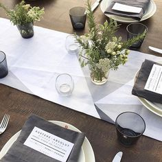 Huddleson Linens - Diamond Charcoal Grey Ivory Geometric Graphic Table Runner With Charcoal Grey Linen Napkins