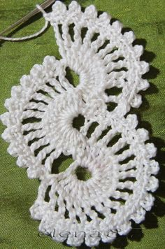 Crochet lace tape,, tape lace as table runnerThis Pin was discovered by Gorcrochet doilies and mandalas Crochet Boarders, Crochet Lace Edging, Crochet Motifs, Crochet Diagram, Crochet Stitches Patterns, Lace Patterns, Thread Crochet, Crochet Doilies, Crochet Flowers