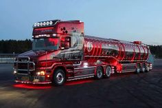 Looks like the Christmas Coke commercial truck :) Show Trucks, Big Rig Trucks, Rc Trucks, Diesel Trucks, Custom Truck Parts, Custom Trucks, Custom Big Rigs, Road Train, Trucks And Girls