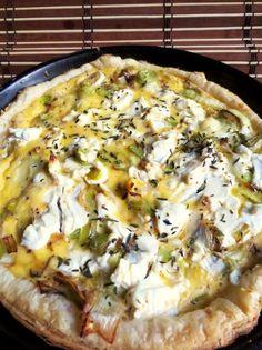 Puff pastry tart, fresh goat cheese, cream and leeks Healthy Salad Recipes, Healthy Meal Prep, Healthy Snacks, Vegetarian Recipes, Leek Tart, Leek Pie, Crockpot Recipes, Cooking Recipes, Food Porn