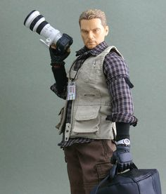 Behold, the coolest photography-related toy we've seen so far this year: War Journalist: Battlefield Hero. It's a 1/6-scale Toymaster-brand action figure that lets kids play make believe with their very own conflict photographer!