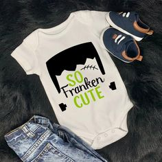 Baby First Halloween, Halloween Onesie, Pregnant Halloween, Halloween Costumes For Girls, Baby Costumes, Cute Halloween, Costume Halloween, Baby Onesie, Onesies