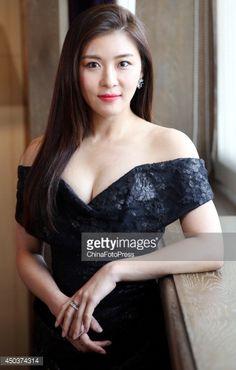 Korean 🇫ashion 🇲odels, Actresses 💕💛💜💚🌺🌻 * South Korean actress Ha Ji-Won attends a press conference at Palais de Chine Hotel on June 2014 in Taipei, Taiwan. Asian Cute, Sexy Asian Girls, Korean Beauty, Asian Beauty, Han Ji Won, Singer Fashion, Korean Actresses, How To Pose, Beautiful Asian Women