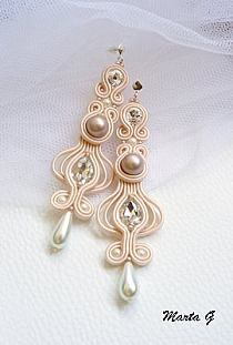 Серьги Handmade Beaded Jewelry, Earrings Handmade, Soutache Tutorial, Ideas Joyería, Soutache Necklace, Earring Trends, Chunky Jewelry, Diy Bow, Ribbon Crafts