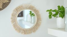 Boho Deko selber machen The boho style is shaped by macrame, fringes and patterns, sometimes very colorful or with natural Diy Crafts For Home Decor, Diy Crafts Hacks, Diy Crafts Videos, Diy Wall Decor, Diy Crafts To Sell, Creative Crafts, Diy Projects, Macrame Mirror, Diy Mirror
