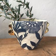 organic sgraffito - Click the image to continue reading. Ceramic Clay, Ceramic Painting, Ceramic Pottery, Pottery Art, Sgraffito, Cerámica Ideas, Keramik Vase, Pottery Classes, Paperclay