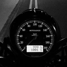 Motogadget Chronoclassic Black from https://scontent.cdninstagram.com/hphotos-xaf1/t51.2885-15/e15/11232876_1610415009170275_1912837479_n.jpg.