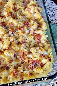 Cheesy Bacon Chicken Casserole Ingredients: 1 shredded rotisserie chicken 1 package bacon pieces 2 cans cream of chicken soup 2 cups shredded Monterrey Jack cheese 1 box (16 oz) dried spiral pasta 1 tablespoon garlic powder Salt and pepper to taste