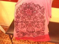 Blusa de malha bordado com linha e vidrilho.