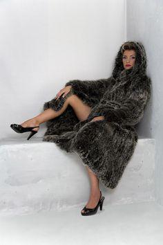Fur Clothing, Great Legs, Fur Fashion, Fox Fur, Elegant, Showroom, Mantel, Shirts, Lady