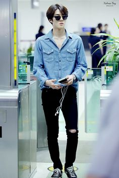 Uploaded by 백현~EXODUS♕. Find images and videos about kpop, exo and sehun on We Heart It - the app to get lost in what you love. Korean Airport Fashion, Korean Fashion Men, Kpop Fashion, Fashion Trends, Fashion Ideas, Model Shooting, Fashion Background, Xiuchen, Kim Jongdae