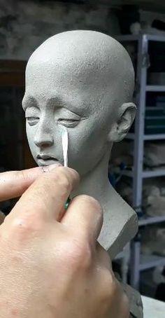 Human Sculpture, Sculpture Head, Pottery Sculpture, Ceramic Sculptures, Ceramic Art, Porcelain Ceramic, Anatomy Sculpture, Instruções Origami, Sculpting Tutorials