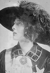 Vita Sackville-West in 1913 - Virginia Woolf's lesbian lover.