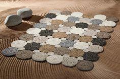 Kézi szövésű gyapjúszőnyegeink új-zélandi gyapjúból készültek és a kollekciók sokszínűségének köszönhetően otthonunk szinte bármely helyiségébe beilleszthetőek. Wool Thread, Wool Yarn, Pom Pom Rug, Hallway Carpet Runners, Rubber Mat, Diy Carpet, Bedroom Carpet, Fabric Scraps, Rug Making