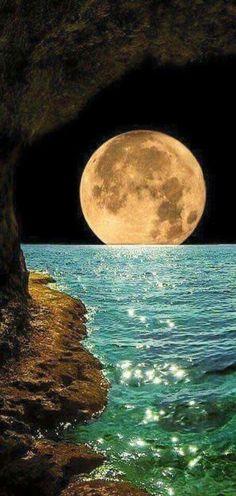 القمر العملاق  قال ﷺ : . إنكم ستَرَونَ رَبَّكُم ، كما ترَونَ هذا القمرَ، لا تُضامُّونَ في رؤيتِه