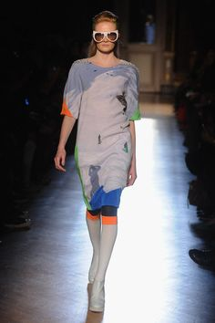 Tsumori Chisato Fall 2012 brings the whimsical ski trip alike-feeling , the collection is all about graphic prints, color blocks and popping eye wear. The cut is bit loose and super edgy, with touch of  metallics and sheer fabric .