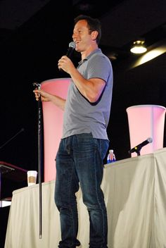 Jason Isaacs speaking at the 2015 Phoenix Comicon at the Phoenix Convention Center in Phoenix, Arizona. By Gage Skidmore. ( https://www.flickr.com/photos/gageskidmore/)