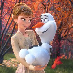Anna and Olaf the Snowman about to share a nice warm hug from Frozen 2 Disney Frozen Olaf, Disney Pixar, Heros Disney, Film Disney, Disney And Dreamworks, Disney Cartoons, Disney Art, Disney Movies, Frozen Movie