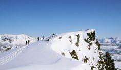 Lofoten Kajakk er glad for å kunne tilby guidede truge turer i Lofttens fantastiske vinternatur.