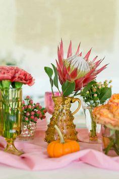 0487ad21b0801 Pink + Orange Herbst Tablescape