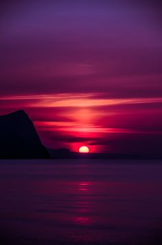 Sonnenuntergang am Meer – Sunset by the sea – Amazing Sunsets, Amazing Nature, Beautiful Places, Beautiful Pictures, Beautiful Scenery, Beautiful Sunrise, Am Meer, Sunset Beach, Purple Sunset