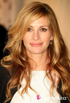Julia Roberts hair- color, cut, and length