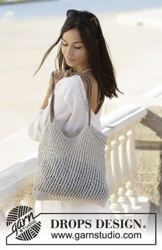Seaside life / DROPS - free knitting patterns by DROPS design - Knitted net in DROPS Bomull-Lin or DROPS Paris. The piece is worked in the round with lace pattern. Drops Patterns, Lace Patterns, Knitting Patterns Free, Free Knitting, Free Pattern, Drops Design, Knitted Bags, Crochet Bags