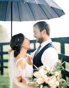 Couples Who Embraced their Rainy Day Wedding And Totally Nailed It: If it rains on your wedding day, grab an umbrella to stay dry and take the cutest pics!