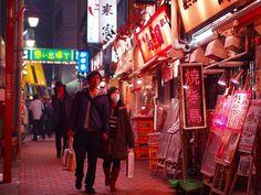闇市の色をとどめる,新宿思い出横丁 / Omoide Yokocho (Memory Alley), have its root in the black market.
