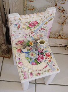 This Mosaic chair reminds me of the 1960's era fashion of making mosaics as a hobby.