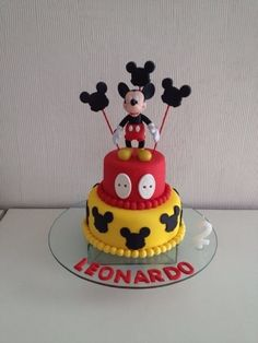 Bolo Mickey, da Cake & Cupcakes (instagram.com/cupcakesdabianca), com recheio de brigadeiro. Coberto com pasta americana. A partir de R$ 350. Preço pesquisado em julho de 2014. Sujeito a alterações