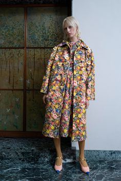 Marni Resort 2019 Fashion Show Collection: See the complete Marni Resort 2019 collection. Look 36 High End Fashion, Live Fashion, New Fashion, Trendy Fashion, Fashion News, Holiday Fashion, Floral Fashion, Fashion Prints, Fashion Design