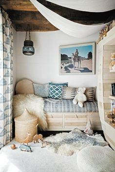 surf shack book bohemian coastal reading nook with faux fur throw and rug Children''s room ideas and inspiration for Katharine Dever Decoration Surf, Surf Decor, Surf Style Decor, Surf Style Home, Beach Cottage Style, Beach Cottage Decor, Coastal Decor, Bohemian Beach Decor, Coastal Living