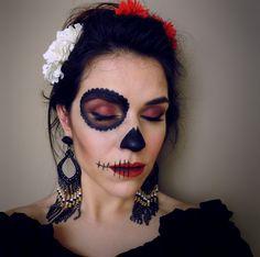 Maquiagem de Catrina ou Calavera Mexicana para Halloween ou festa à fantasia!!! #makeup #artisticmakeup #diadasbruxas #halloween #31outubro #maquiagem #artística #fantasia