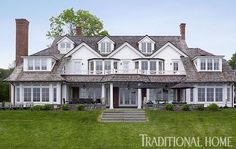 This exquisite exterior looks out on the Long Island Sound. - Traditional Home ® / Photo: Tria Giovan / Design: Ken Gemes Beautiful Architecture, Beautiful Buildings, Architecture Details, Beautiful Homes, House Beautiful, Bay Window Exterior, American Style House, Modern Colonial, New Home Construction