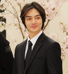 KIM JOON. DAMN! I mean nice pic<3