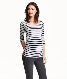 CONSCIOUS. Fitted jersey top in an organic cotton blend with 3/4-length sleeves. Gathers at sides for improved fit.