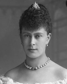 HRH the Duchess of York (later Queen Mary) wearing a palmette aigrette/tiara, pearl and diamond earrings, and a diamond rivière. Royal Uk, Royal Queen, Queen Victoria Prince Albert, Princess Victoria, Princess Elizabeth, Princess Mary, Princess Margaret, Queen Mary Of England, Reine Victoria