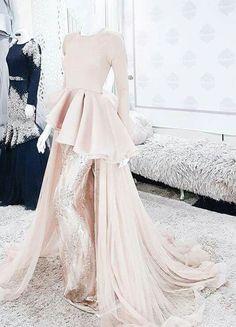 Dress brokat peach Ideas for 2019 Muslimah Wedding Dress, Muslim Wedding Dresses, Bridal Dresses, Wedding Hijab, Modest Dresses, Stylish Dresses, Fashion Dresses, Pakistani Dress Design, Pakistani Dresses