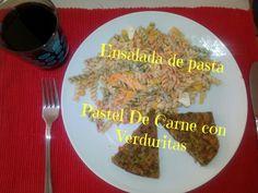 Ensalada de Pasta con Piña caramelizada y Pastel de Carne con verduritas troceadas.