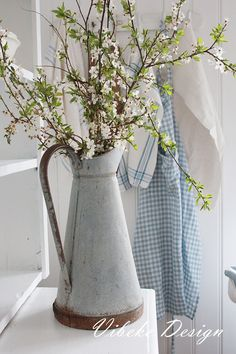 Simple and beautiful farmhouse style floral arrangement, spring flowering branches in galvanized jug French Decor, French Country Decorating, Beautiful Flower Arrangements, Floral Arrangements, French Country Dining, Country Living, Galvanized Decor, Vibeke Design, Flowers In Jars