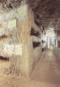 Catacombs of Rome: Domitilla's catacomb (I want to visit, remember, and be thankful.)