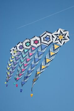 A mixed collection of geometric kite designs here - but quite complimentary to each other. The tails have greater similarity of form, which visually ties the whole group of kites together. Kite Store, Dragon Kite, Kites Craft, Kite Designs, Kite Making, Go Fly A Kite, Origami, Mandala Art Lesson, Festivals Around The World