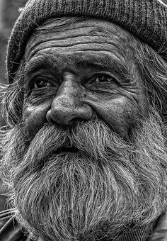 zamanın çizgileri Copyright by Arif Öztekin Old Man Portrait, Foto Portrait, Pencil Portrait, Portrait Art, Realistic Pencil Drawings, Art Drawings Sketches, Black And White Portraits, Black And White Photography, Black And White Face