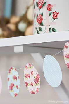 Hang these pretty patterned eggs from a shelf in your kitchen or living room. Blogger Kelly also suggests using them for gift tags! Easy Easter Crafts, Easter Gift, Happy Easter, Easter Projects, Easter Party, Easter Ideas, Kids Crafts, Easter Garland, Diy Easter Decorations