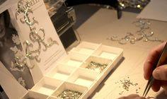 Aperçu du savoir-faire artisanal de la Maison Marbella Artisanal, Eyeliner, Magazine, Paris, Jewelry Branding, Temp Tattoo, Ear, Home, Montmartre Paris