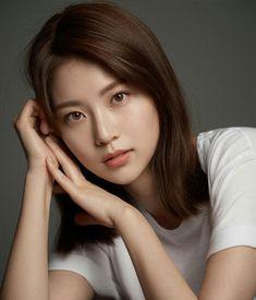 [공승연]So pretty. Are you human too? Naver Post - [Gong Seungyeon] So pretty . Are you human too? Pretty Asian, Beautiful Asian Women, Girl Face, Up Girl, Korean Beauty, Asian Beauty, Photos Fitness, Beauty Shots, Cute Asian Girls