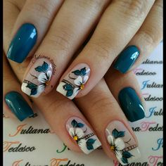 I'd love to do this with magnolias Tulip Nails, Daisy Nails, Flower Nails, Blue Nails, My Nails, Fabulous Nails, Gorgeous Nails, Diy Nail Designs, Pretty Nail Art