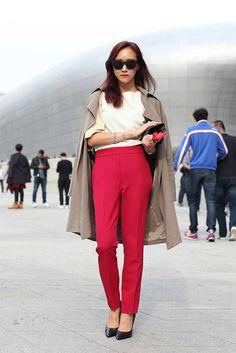 Seoul Fashion Week S/S15 Street Style. Chemical Generation top, Zara trousers, Vince clutch, Carolina Esperanza shoes.