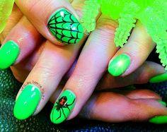 Green spooky black widow nails #nailart #nails #spooky #spider #halloween #blackwidow #web @JenniferW